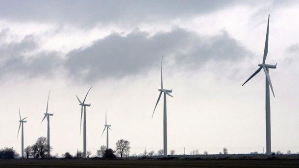 li-wind-turbines-cp5839706