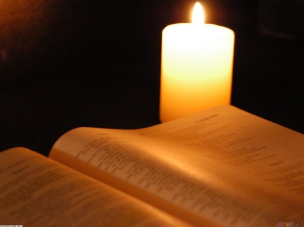 reading_on_candlelight