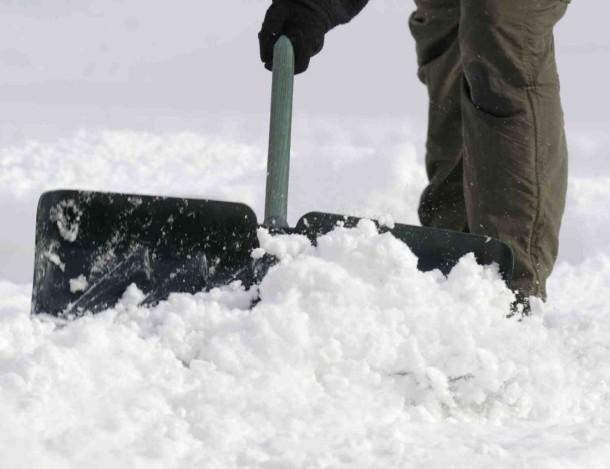 snowIQ_-_winter_street_shovelling60471