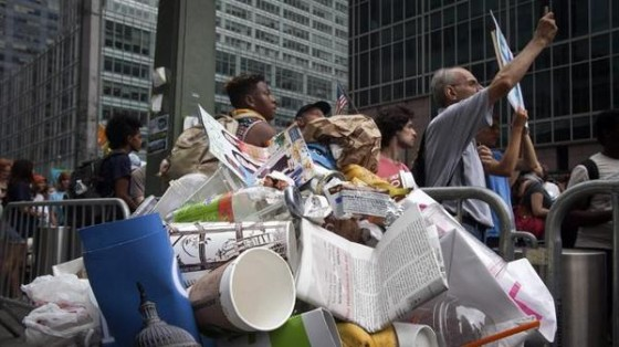 Peoples-Climate-March-trash-560x314